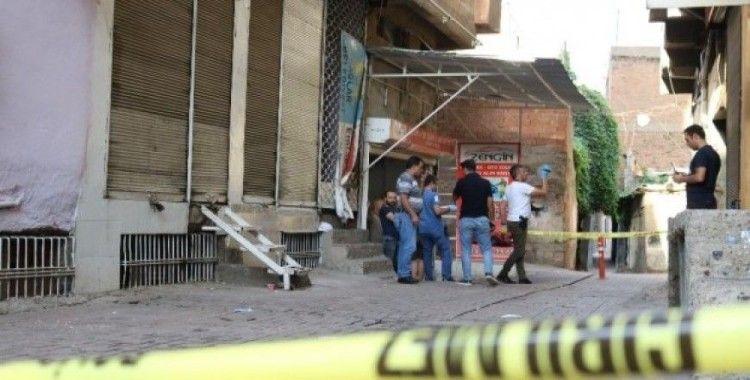 Diyarbakır'da baba ve oğluna silahlı saldırı: 1 yaralı