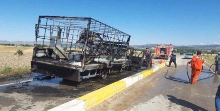 Sandıklı'da araç yangını