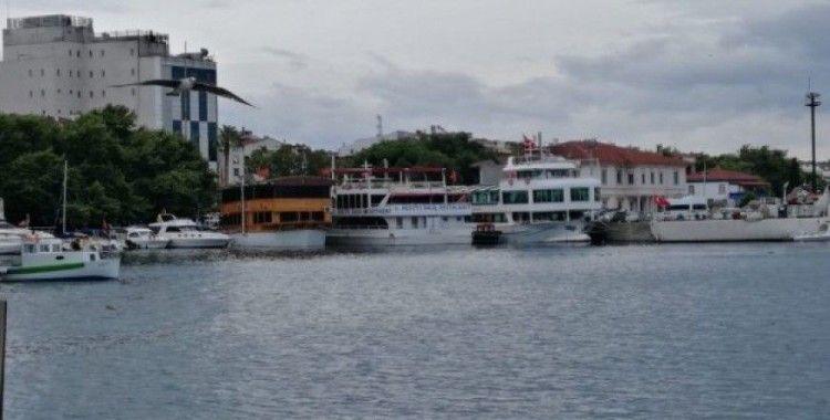 Erdek'te yüzer restoranlara uyarı