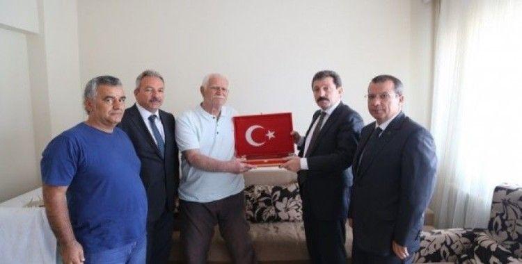 Vali Orhan Tavlı, şehit Hasan Kaya'nın ailesini ziyaret etti