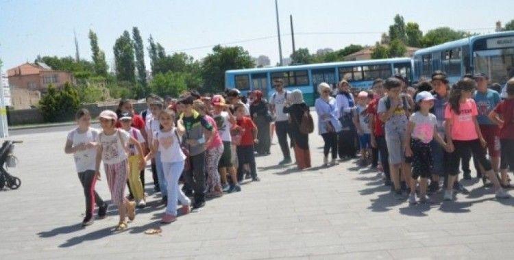Melikgazi Belediyesi yaz okulu öğrencileri hayvanat bahçesini gezdi