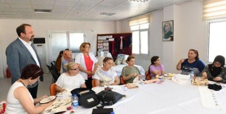 Çiğli'de el sanatları kurslarına büyük ilgi