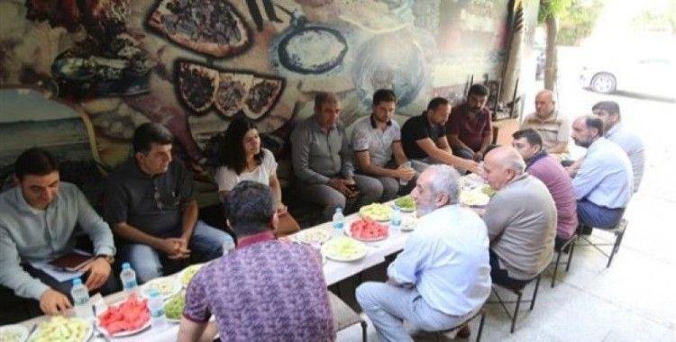 Eş başkanlar Işık ve Turhan, cumhuriyet caddesi esnafı ile kahvaltıda bir araya geldi