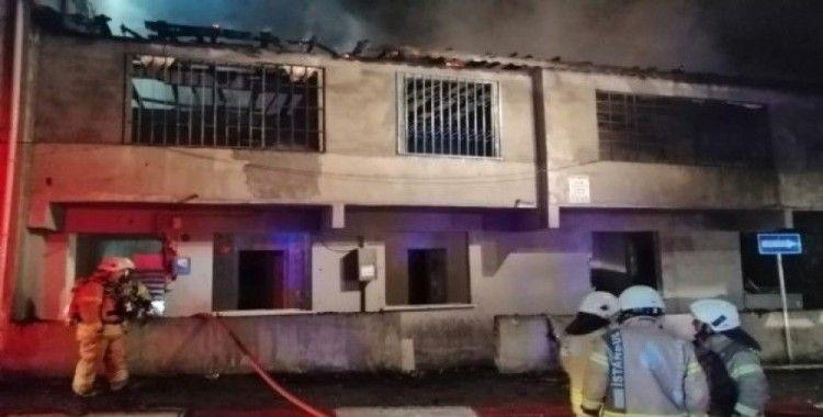 Sultanbeyli'de metruk evde yangın çıktı