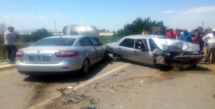 Köprüde iki araç kafa kafaya çarpıştı: 4 yaralı