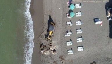 Selin izlerinin silinmeye çalışıldığı plajlar tatilcilerle dolmaya başladı