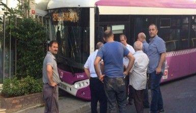Kağıthane'de freni boşalan halk otobüsü iş yerine girdi