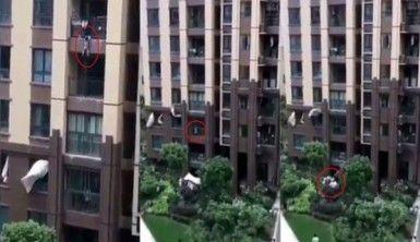 6'ncı kattan düşen çocuk çarşafla kurtarıldı