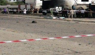 Askeri geçit töreninde çifte saldırı