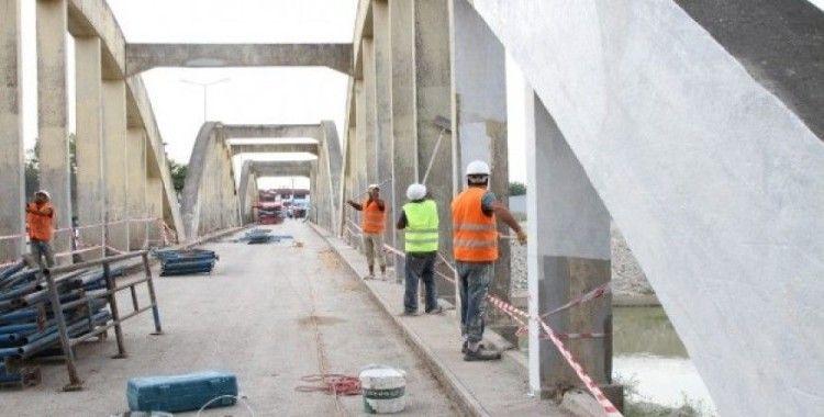 Tarihi Sakarya Köprüsü yenileniyor