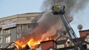 9 katlı binanın çatı katı alev alev yandı