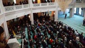 Rusya'da müslümanlar Kurban Bayramı'nda camilere sığmadı