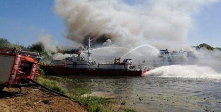 Rusya'da tersaneye çekilen yolcu gemisinde yangın