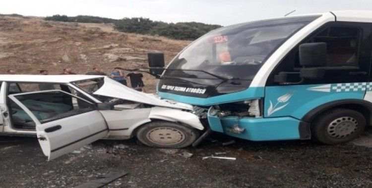 Minibüs ile otomobil kafa kafaya çarpıştı: 6 yaralı