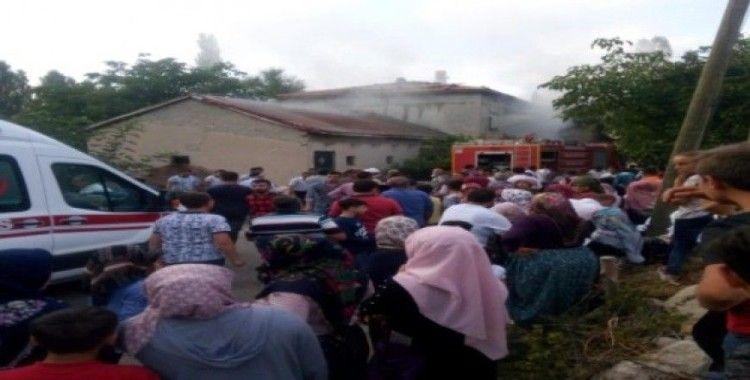 Sinanpaşa ilçesi Kırka kasabasında çıkan yangın korkuttu