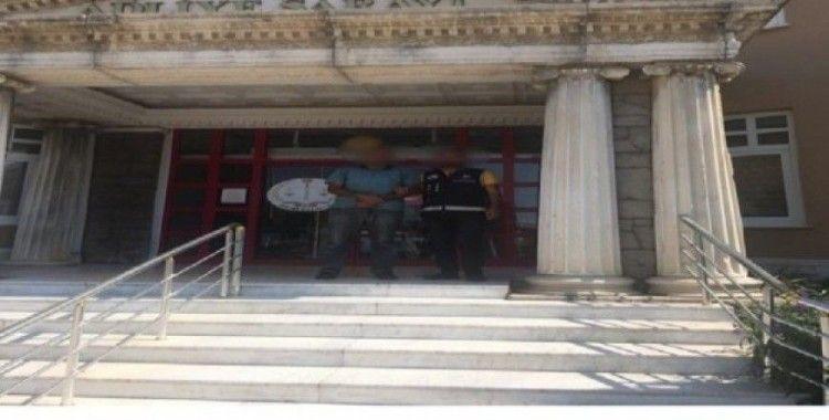 Göçmen kaçakçısı 2 şahıs çıkarıldığı mahkemece tutuklandı