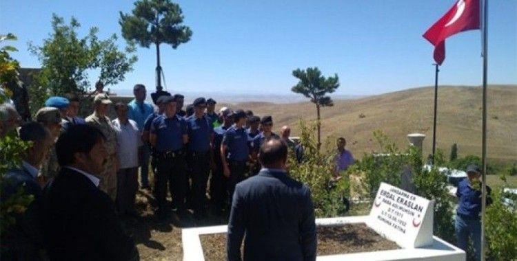 Şehit Erdal Eraslan mezarı başında anıldı