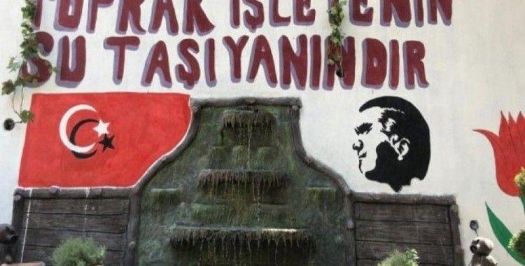 Tarım ve Orman İlçe Müdürlüğü bahçesine Atatürk ve Türk bayrağı çizildi