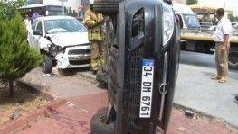 Kaldırıma çıkan sürücü park halindeki otomobile çarptı