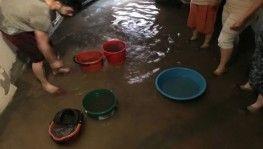 Kasımpaşa'da bodrum katları ve işyerlerini su bastı