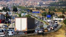 Uzatma tatilciler trafiği kilitledi