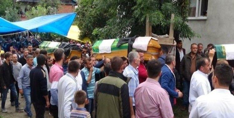 Bartın'daki feci kazada hayatını kaybeden 4 kişi toprağa verildi