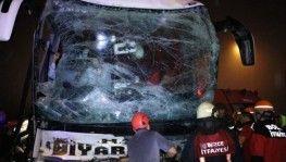 TEM'de, yolcu otobüsü tıra çarptı