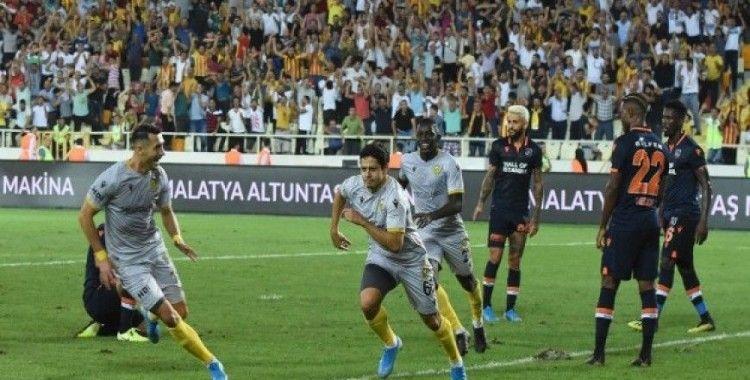 Yeni Malatyaspor 3 puanı 3 golle aldı