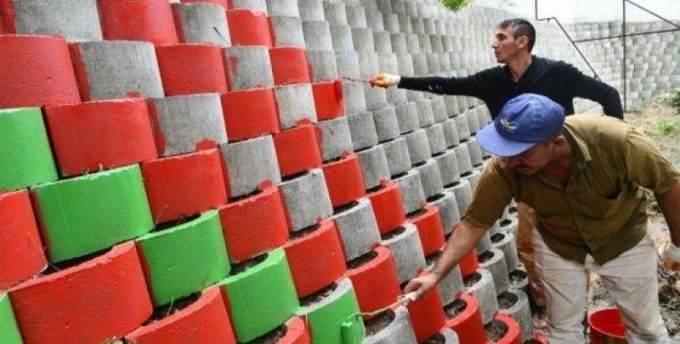 Karabük'te istinat duvarları rengarenk