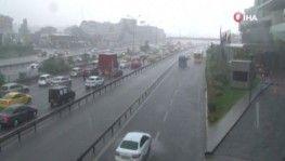 Yoğun yağış E-5 'i felç etti