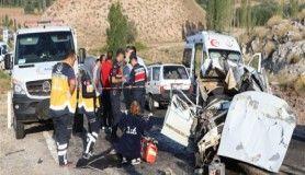 Anne ve oğlu kazada öldü, 3 kişi yaralandı