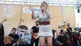 İzmir'de Merve Özbey rüzgarı