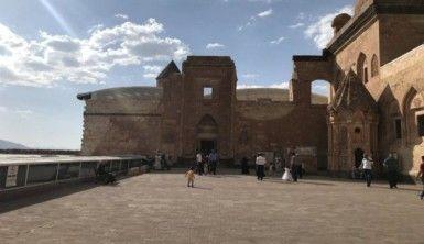 İshak Paşa Sarayı misafirlerini ağırlıyor
