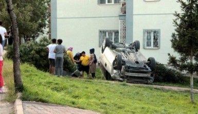 Otomobil bahçeye uçtu faciadan dönüldü