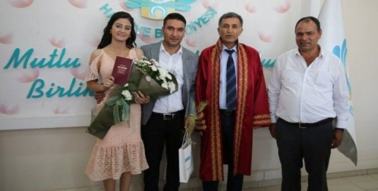 Haliliye'de nikahı kıyılan çiftlere fidan hediye ediliyor