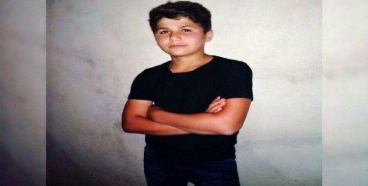 Otomobilin çarptığı 16 yaşındaki genç hayatını kaybetti