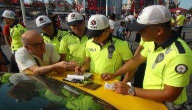 Taksim Meydanı'nda taksicilere uygulama