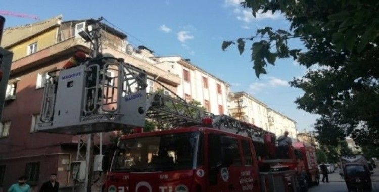 Çatı katında çıkan yangını itfaiye ekipleri söndürdü