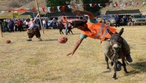 Yörük futbolunda eşekten düşüp, off-road yarışlarında takla attılar