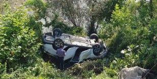 Dönüş yapan otomobile çarpıp, şarampole yuvarlandılar: 7 Yaralı