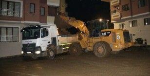 160 kamyon toprak çıktı, araçlar hala meydana çıkmadı