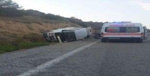 Denizli'de minibüs devrildi: 1'i bebek 9 kişi yaralandı