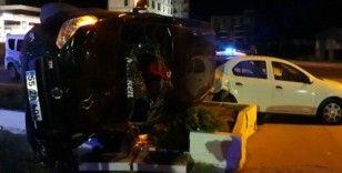 Göçmenleri taşıyan araç düğün salonu otoparkına girdi: 14 yaralı