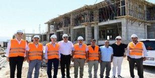 Çınar, yapımı devam eden Gençlik Merkezi'ni inceledi
