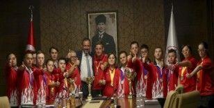 Bakan Kasapoğlu, down sendromlu sporcularla buluştu