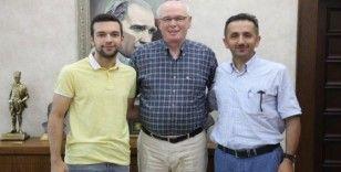 YKS Türkiye 86.'sı Emre Turhan'dan Odunpazarı Belediye Başkanı Kazım Kurt'a ziyaret