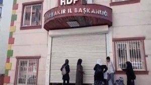 HDP Diyarbakır İl Başkanlığı kapıları kapattı