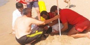 Boğulma tehlikesi geçiren kadını cankurtaranlar hayata döndürdü
