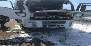 Tekirdağ'da seyir halindeki kamyon alev alev yandı