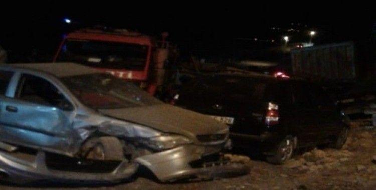 Freni boşalan kamyon, çok sayıda araca zarar verdi